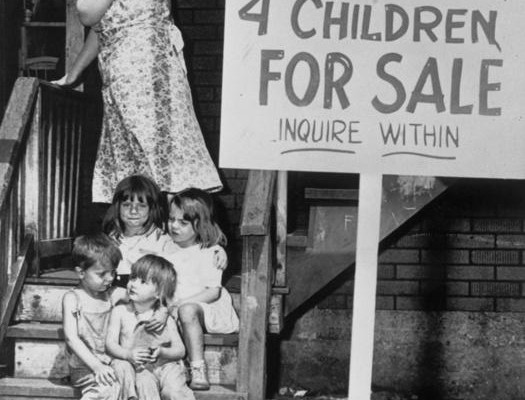 Mother-hides-her-face-in-shame-after-putting-her-children-up-for-sale-Chicago-1948